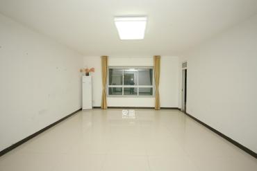 省政府板塊 南北通透的正規四房 房東誠心賣 隨時看房