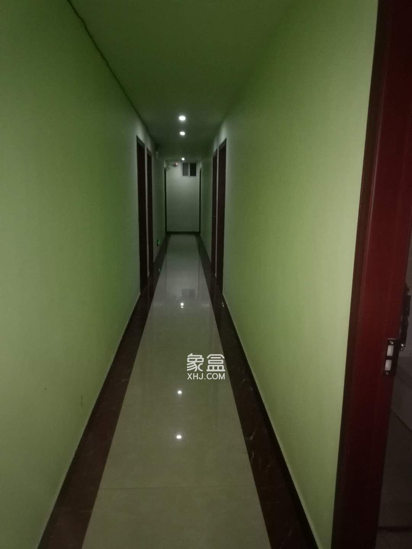 窑塘新村  6室6厅6卫    1080.0万