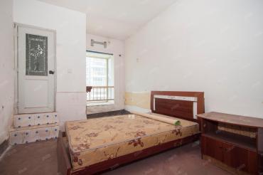 檸檬麗都簡裝大四房 做宿舍   房子還不錯