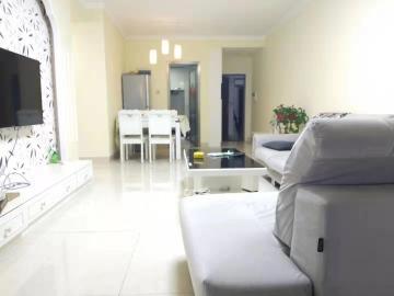 新城國際花都 家居裝修兩室1600包物業 家電家具齊全