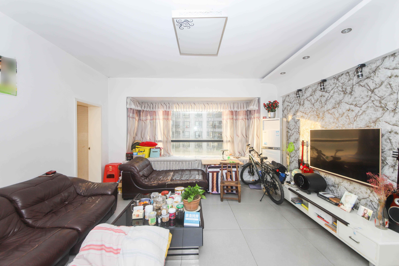 莱茵城  3室2厅1卫    143.0万