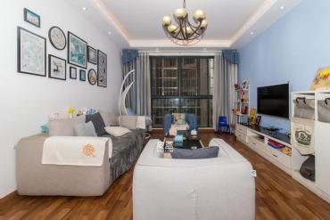 房東誠意出售,戶型周正,精致裝修,看房方便,歡迎來電咨詢