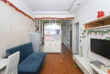正規一室一廳帶露臺 家電齊全 帶1500租約 地鐵口
