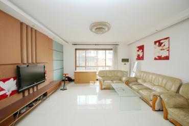芙蓉公寓  4室2厅1卫    140.0万