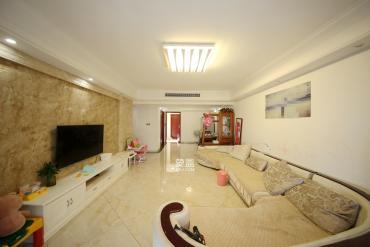 红橡华园(菲莎公馆)  3室2厅2卫    210.0万