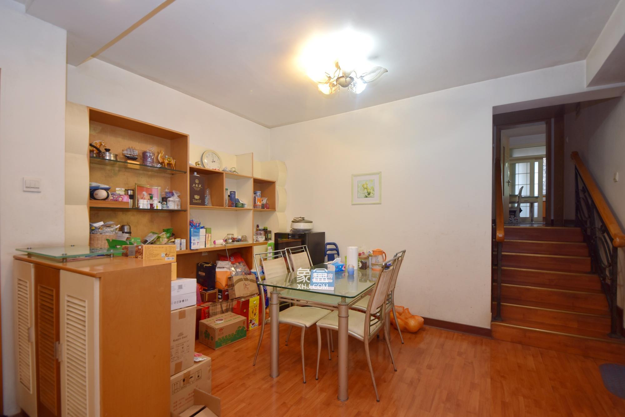 广济苑公寓 4室2厅2卫 186.0万