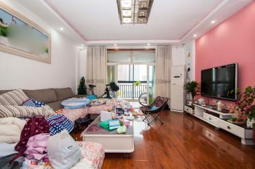 华丽家族  3室2厅2卫    120.0万