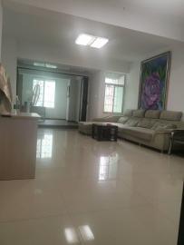 众和公寓  4室2厅2卫    3500.0元/月