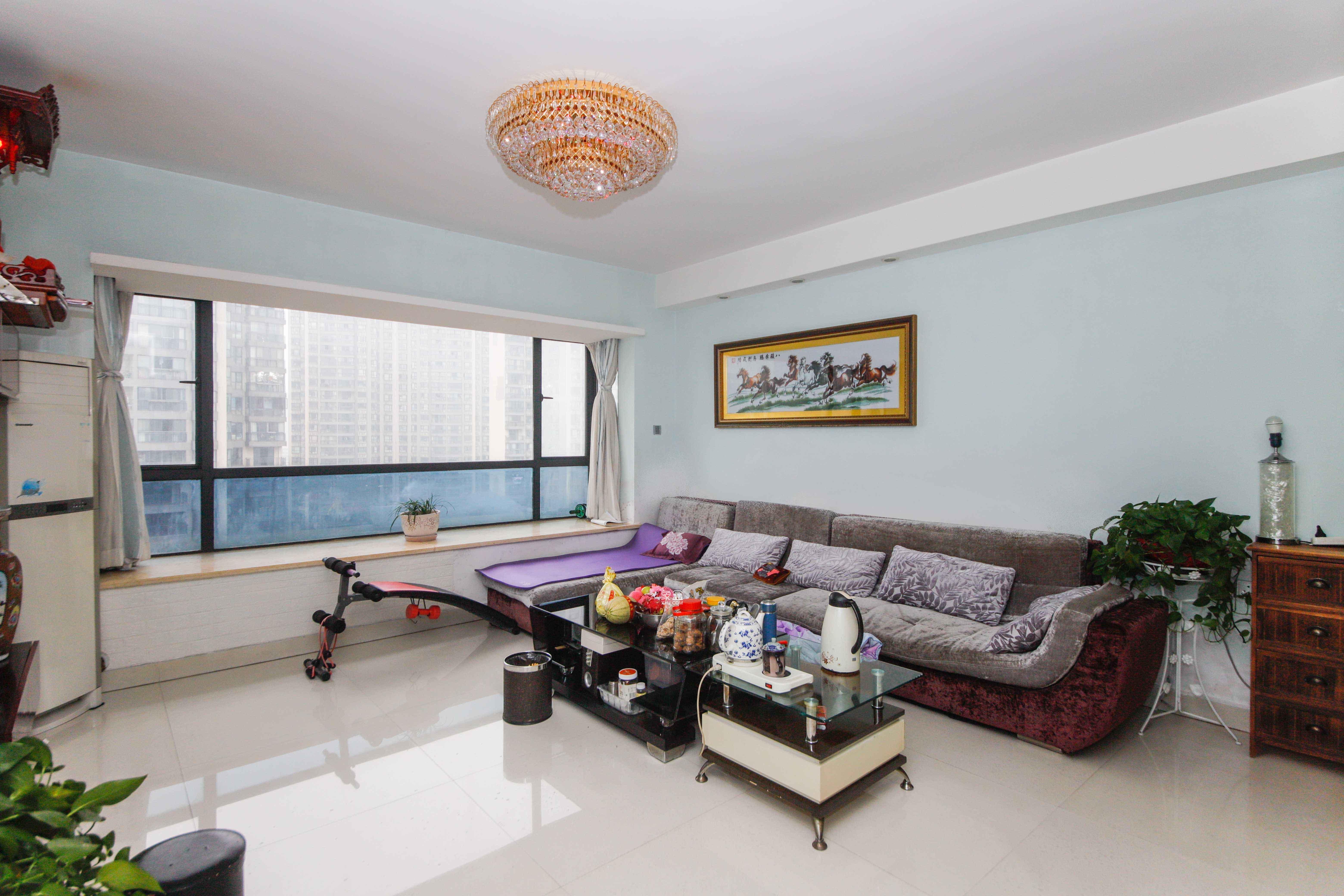 房東置換 誠心出售 中間樓層 住家精裝 小區環境好