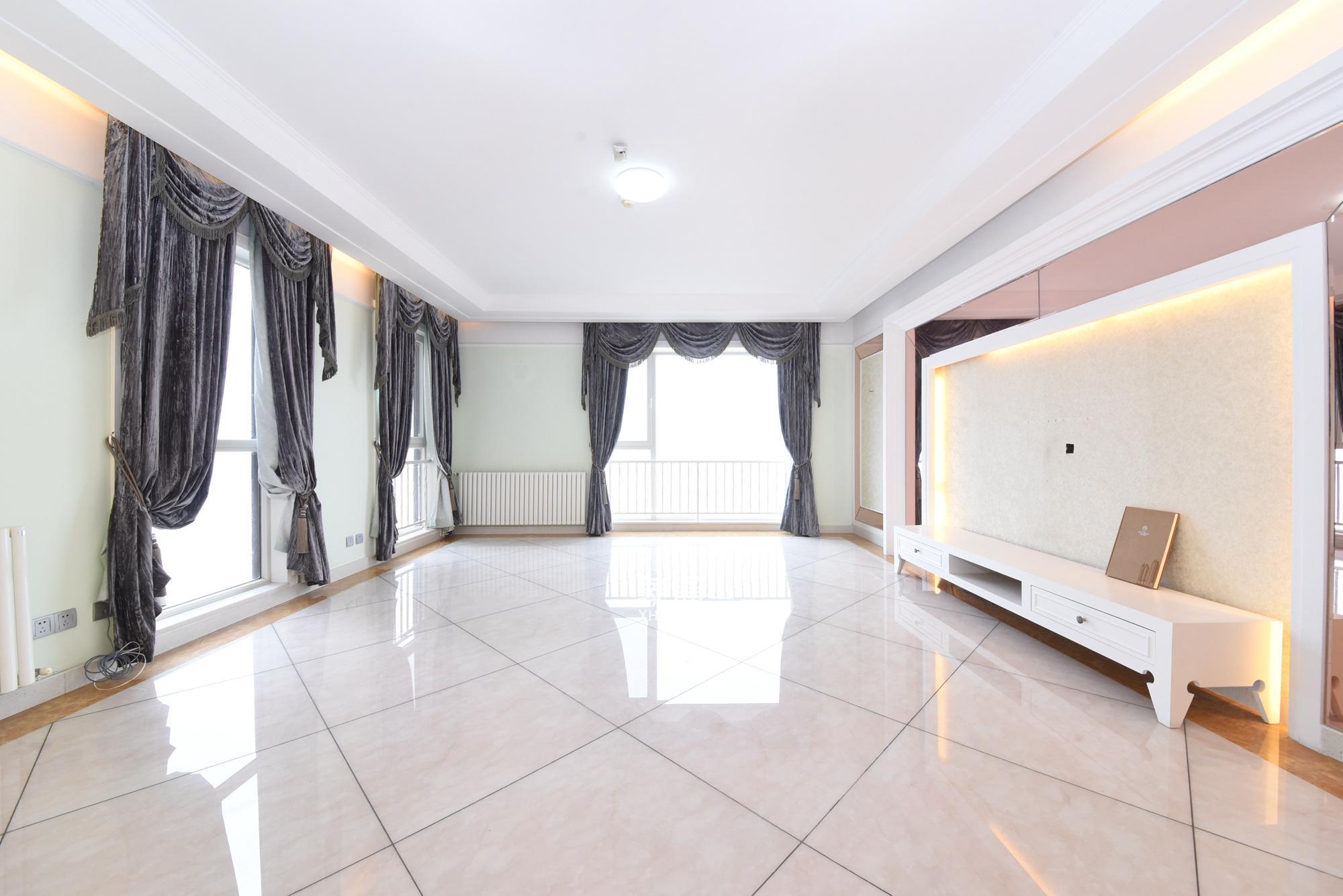 開福寺 金色屋頂 四室二廳 價格可談 隨時看房 湘江中路