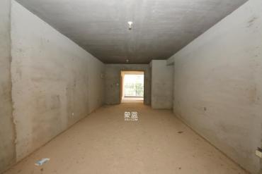 大戶型都是純板房,南北通透,雙陽臺,帶飄窗。