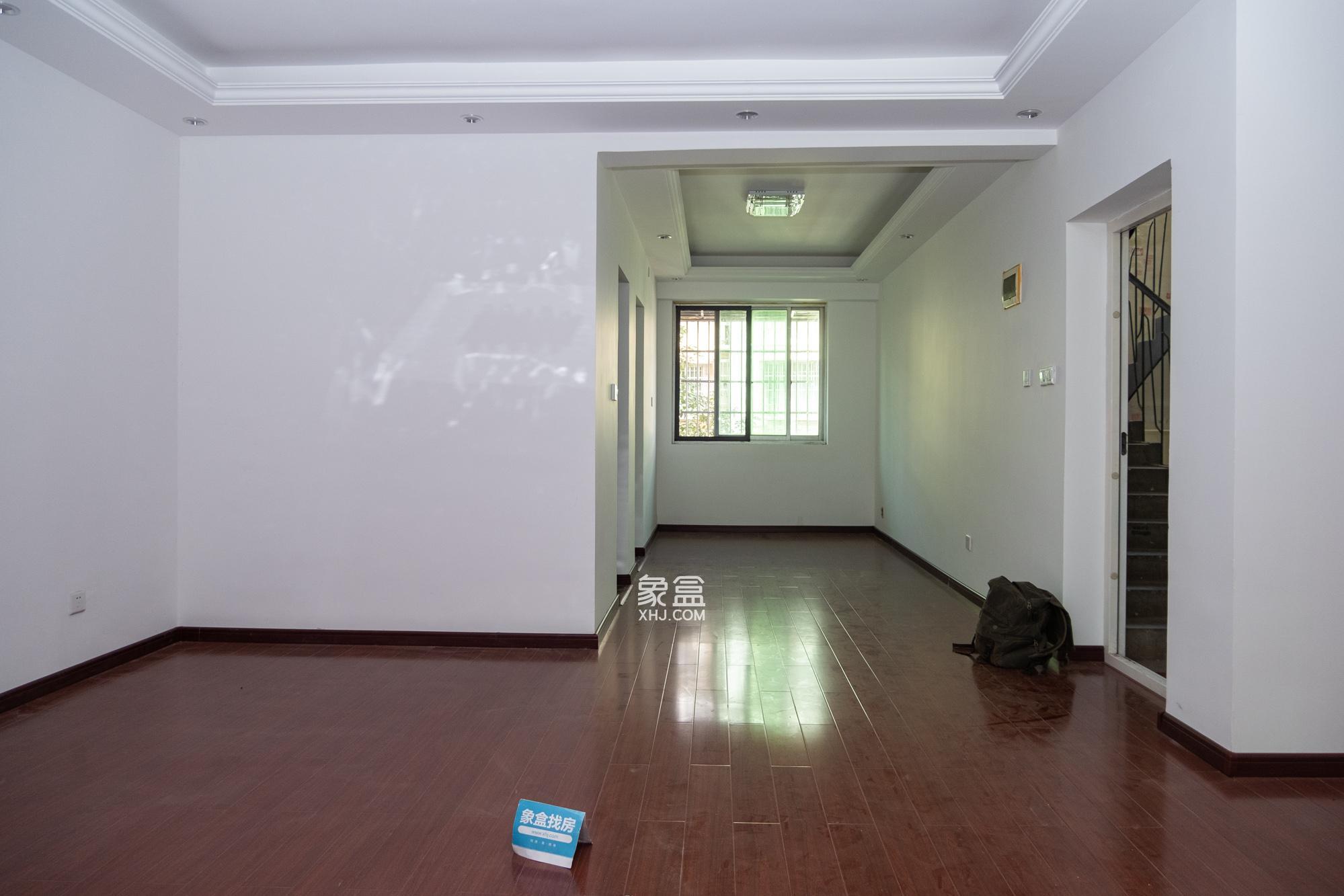中南汽车世界  2室2厅1卫   50万