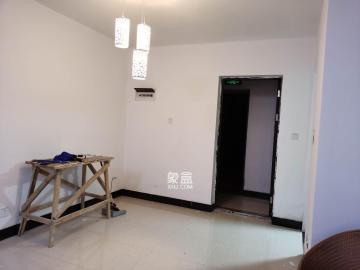 三一街區  3室2廳1衛    2300.0元/月