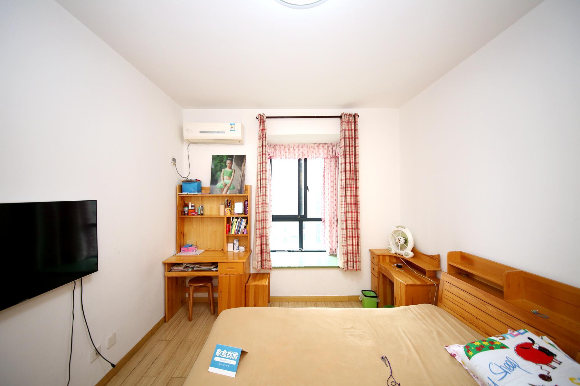 世纪城南边苑小三房 精装修 家电家具非常齐全 可投资也可自住