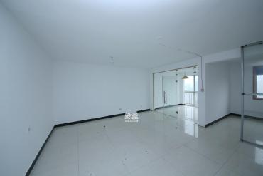 高橋現代商貿城  3室1廳1衛    150.0萬
