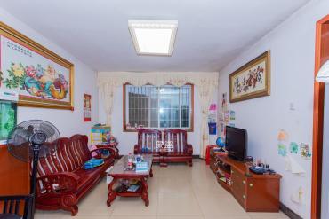 新誠小區  4室2廳2衛    60.0萬