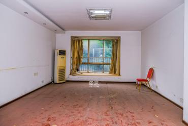 金色比华利  3室2厅2卫    122.0万