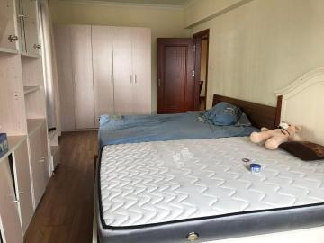新达公寓  3室2厅2卫    160.0万