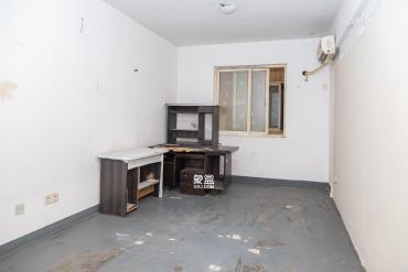 晶华美地  4室2厅2卫    2400.0元/月